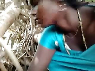 Desi chick loves sucking in Jungle