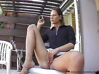 Erst fertig rauchen, dann in den Mund ficken lassen