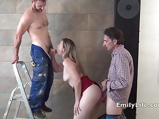 Watch Emily amateur MILF 24h from her house EmilyLife.com