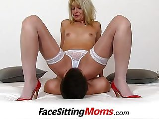 Dirty lady Ivona stockings and pussy licking