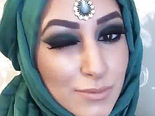 Curvy Paki MUA Hijabi 2