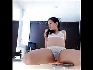 Hot cam girl Rivera squirts