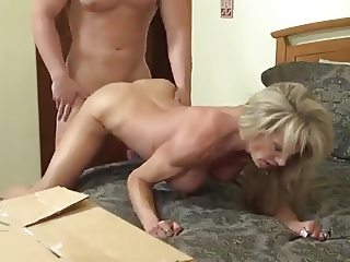 Amateur Cougar Need To Fuck - LostFucker