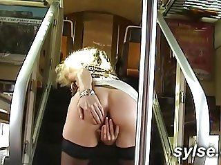 Exhib et baise en train
