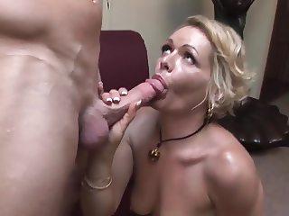 Kinky mature cougar fucks really good (TOP MATURE)