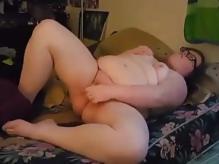 ugly slut cums for me