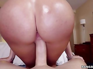 Latina Alexa Pierce gets her oiled ass fucked