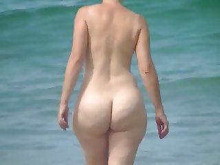 PAWG Mature on beach