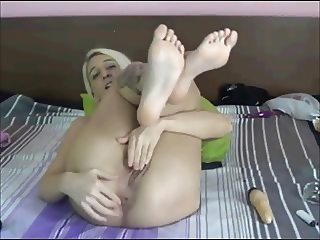 blonde feet and play game