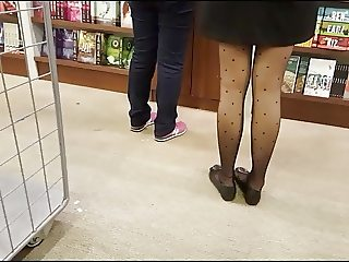 Shopper in patterned black pantyhose with flats