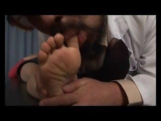 asian foot worship / asian foot slave / aisan feet fetish
