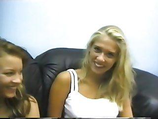 Casting amatoriale di due giovani lesbiche.