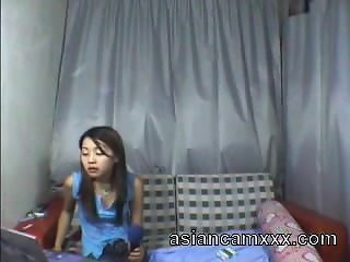 Cute Chinese Teen Dancing Nude on Webcam - asiancamxxx.com