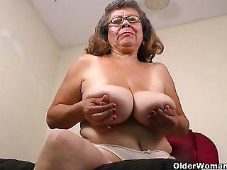 Latina grannies Maribel and Brenda can't control their urge