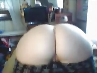 Chubby Teen Shows her big ass on Camsfree.us