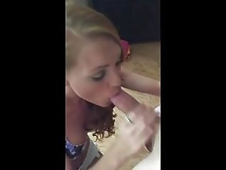 HOMEMADE BLOND SUCKS COCK FOR ORAL CUMSHOT