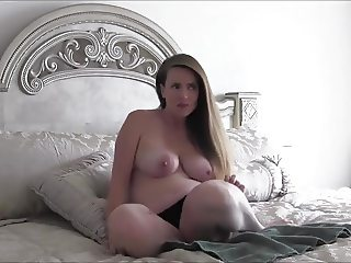 Curvy MILF mom is missing panties