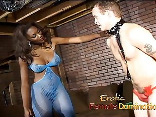 Hot stripper Nyomi Banxxx punishes a really annoying client