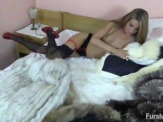 Blonde Babe in Fur - fursluts