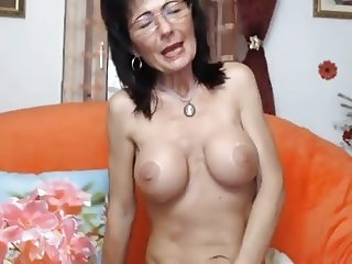 Romanian MILF on webcam