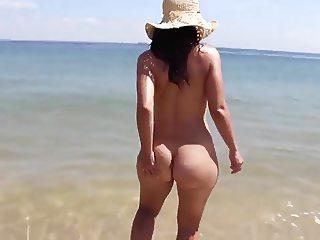 Bubble butt 22yr old girlfriend having nude fun at the beach
