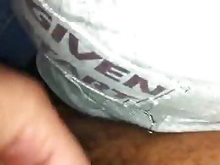 ENCOXCANDO CULO Y ACOMDANDO PENE SERIES BUS