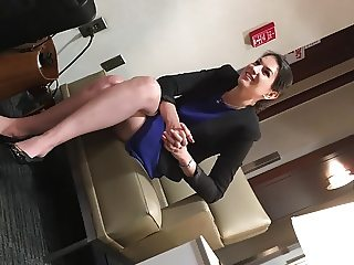 MARRIED EXECUTIVE WIFE WITH SILKY BARE LEGS - Original