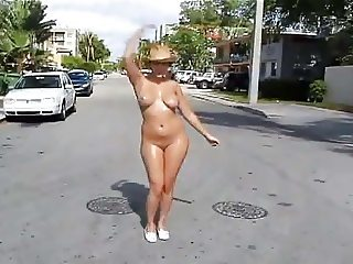 Katie Nude in Public in Miami