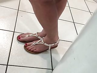 hidden handycam manor foot store 2016-0526