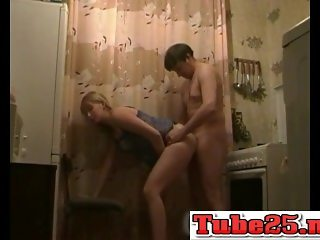 Russian amateurs kitchen fuck-www.Tube25.net