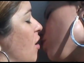 lesbian brazilian kissing (mfxvideo with Tatthy)