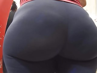 Candid Plump Ass in Spandex
