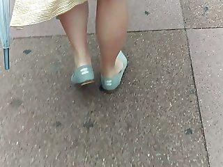 candid preggo legs booty belly