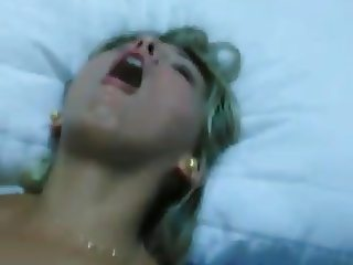 Tomando no cu ela esfregando a buceta