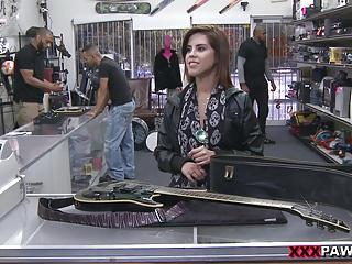 Pawnstar meets a rockstar - XXX Pawn