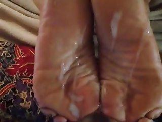 Cumming on Latina soles