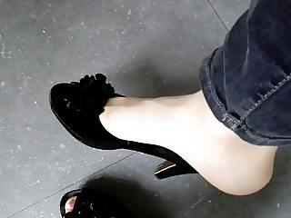 My painted toes in 8 deniers pantyhose
