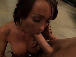 Gorgeous Kristina Cross gets her pussy eaten out