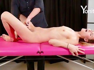 Yonitale: amazing orgasm of Kira Y