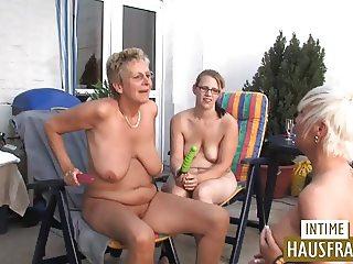 Hausfrauen auf der Terrasse Teil 3