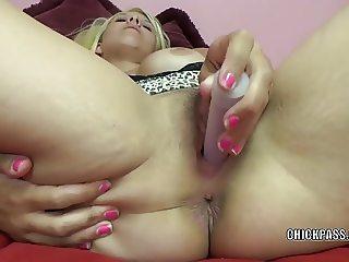 Cute coed Brianna Johnson fucks her twat with a dildo