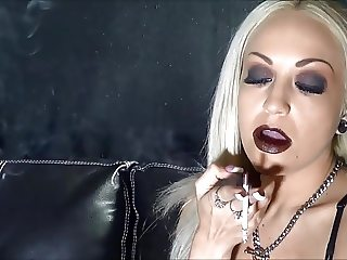 Smoking Lady Heave Makeup