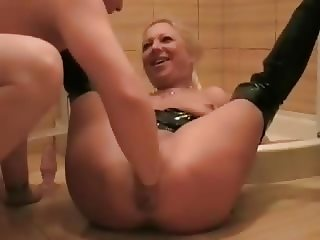 Blonde masturbates and get fisted