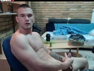 Muscle tattoo guy jerking live on web (davihii)