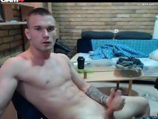 Muscle tattoo guy jerking live on web (davihii)