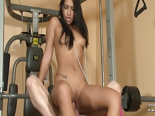 Pretty french tanned girl hard fucked and jizzed at gym