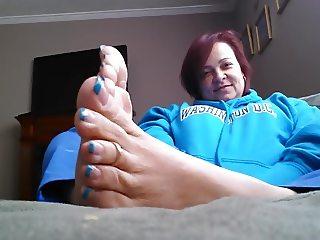 Latina milf sexy feet