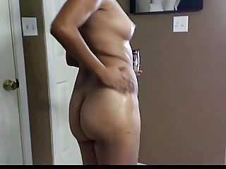 Latin mature oiling herself