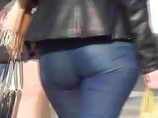 Big ass milf in blue jeans