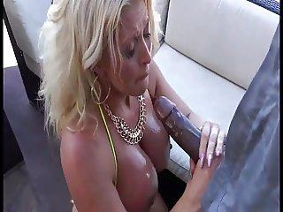 BBC fucks hot Cougar outside